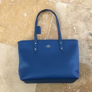 Coach F58846 City Zip Tote in Crossgrain Leather